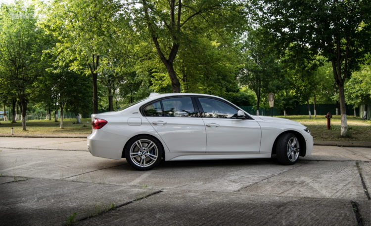 BMW 330e test drive review 26 750x458