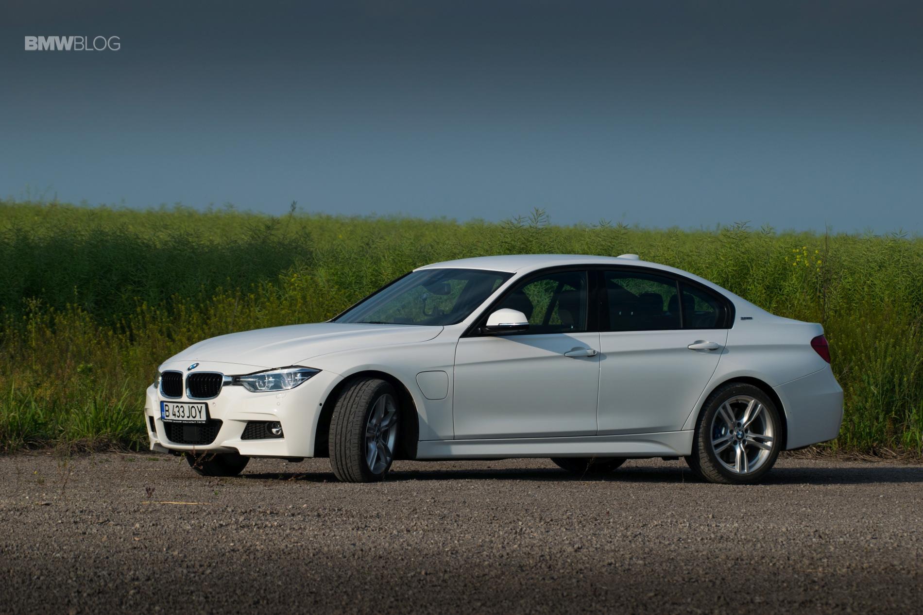 BMW 330e test drive review 36
