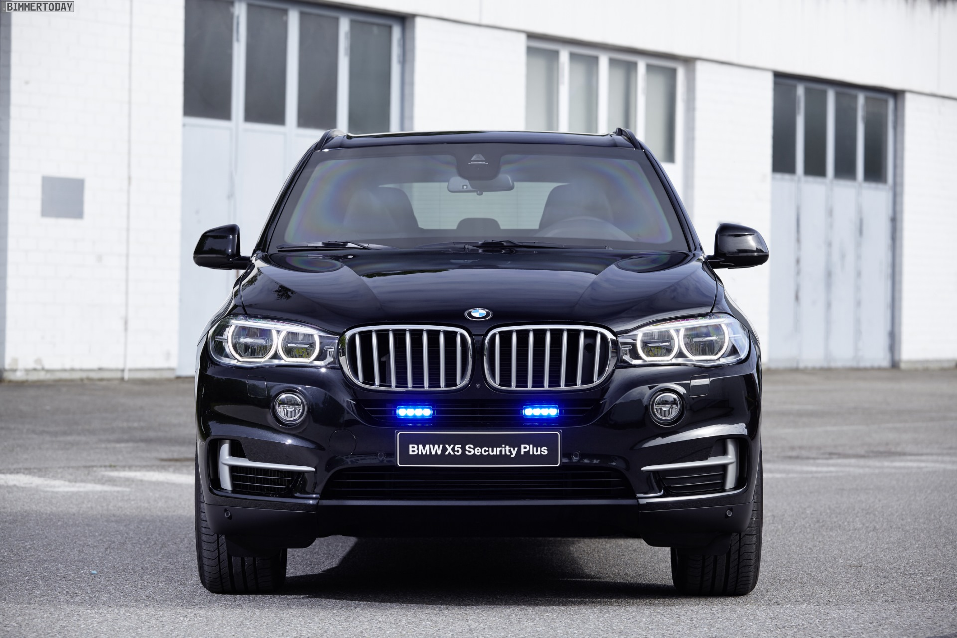 bmw x5 security plus shown at gpec 2016 in leipzig. Black Bedroom Furniture Sets. Home Design Ideas