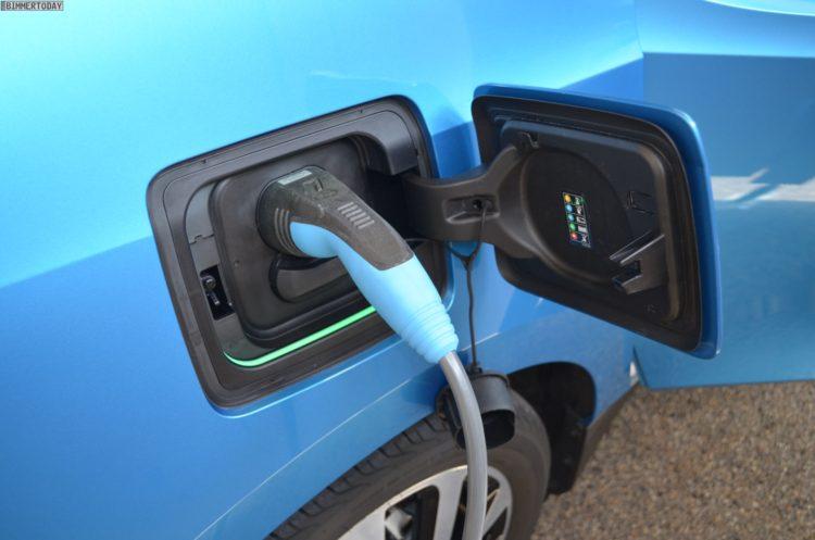 2016 BMW i3 94Ah Protonic Blue 33 kWh Elektroauto 38 750x497