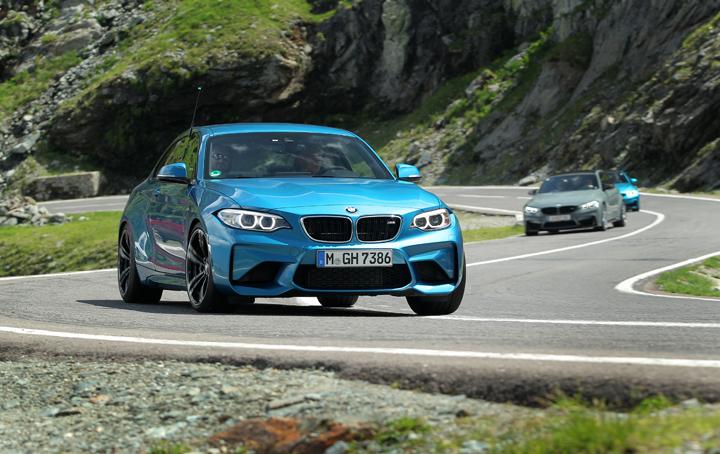 BMW M2 Coupé in Long Beach Blue Metallic
