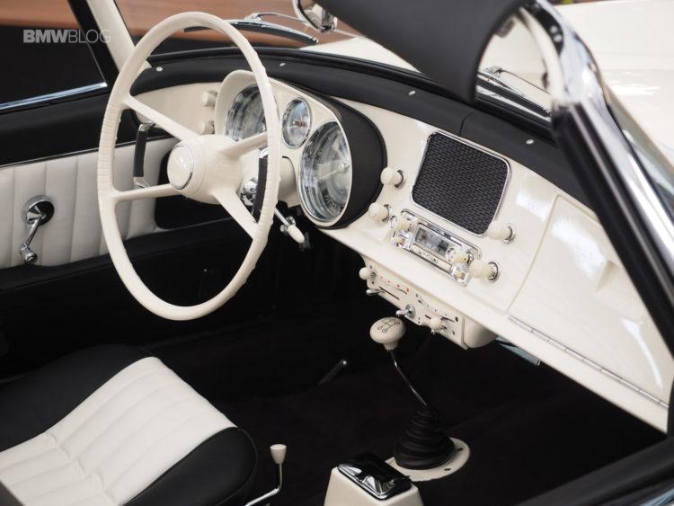 Elvis-Presley-BMW-507-launch-6
