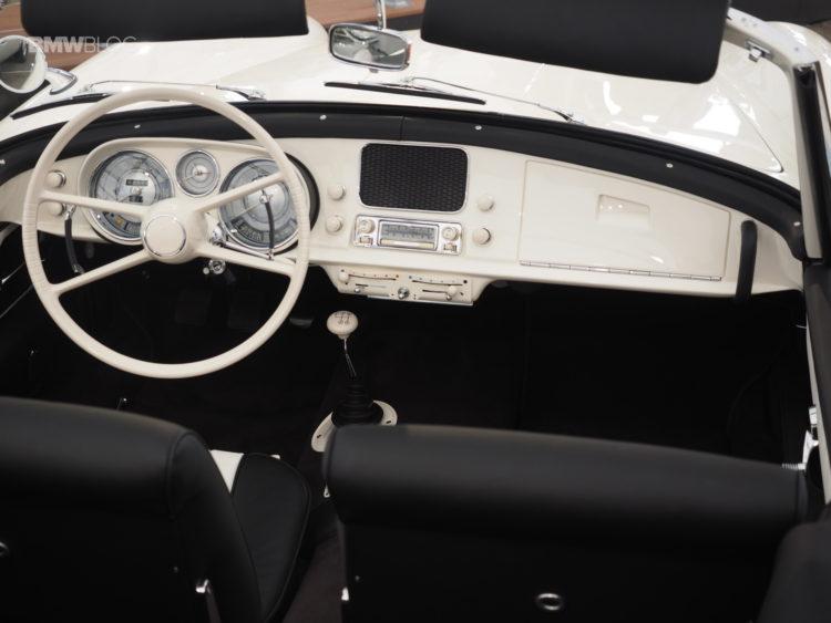 Elvis-Presley-BMW-507-launch-7