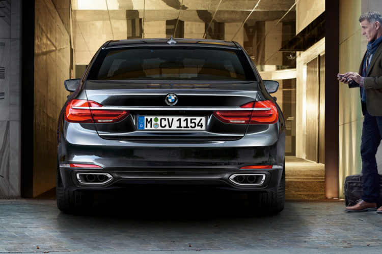 2017 Bmw 7 Series Finally Gets Remote Parking Feature In