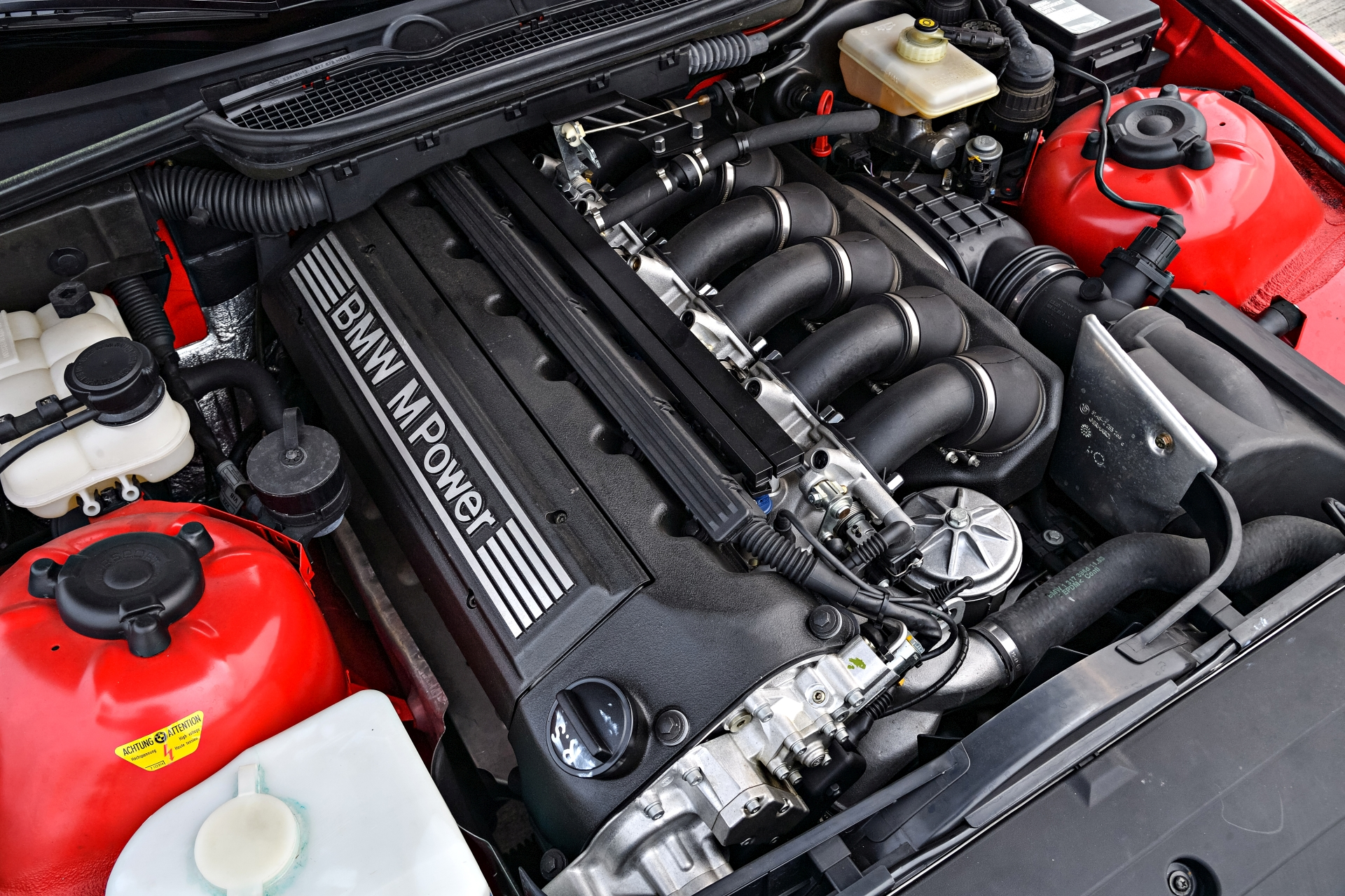 An extensive facelift in 1995 saw the displacement of the six-cylinder  in-line engine increased from 2,990 to 3,201cc, with output rising to 236  kW/321 hp.