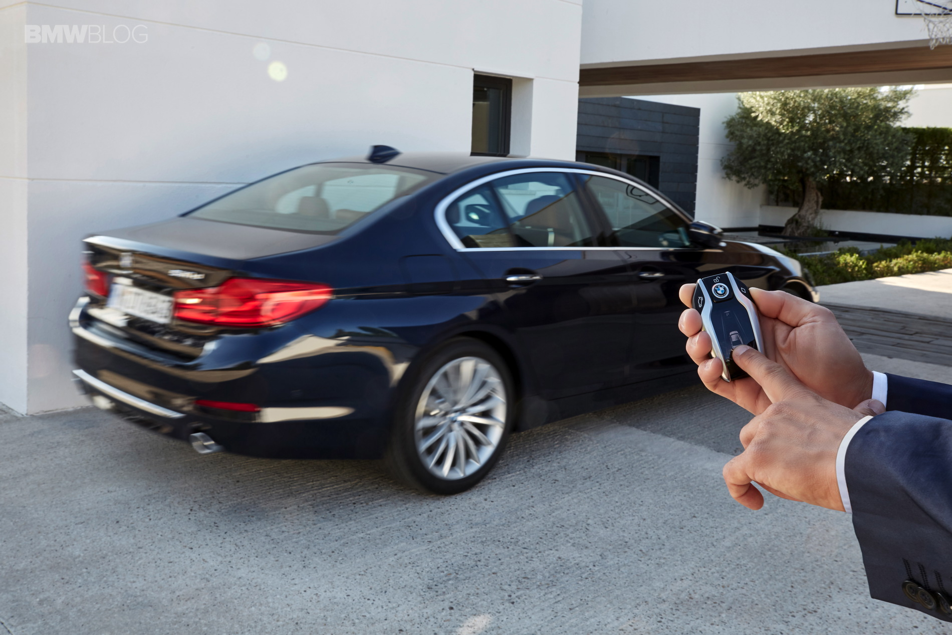 BMW G30 5 Series Luxury Line exterior 1