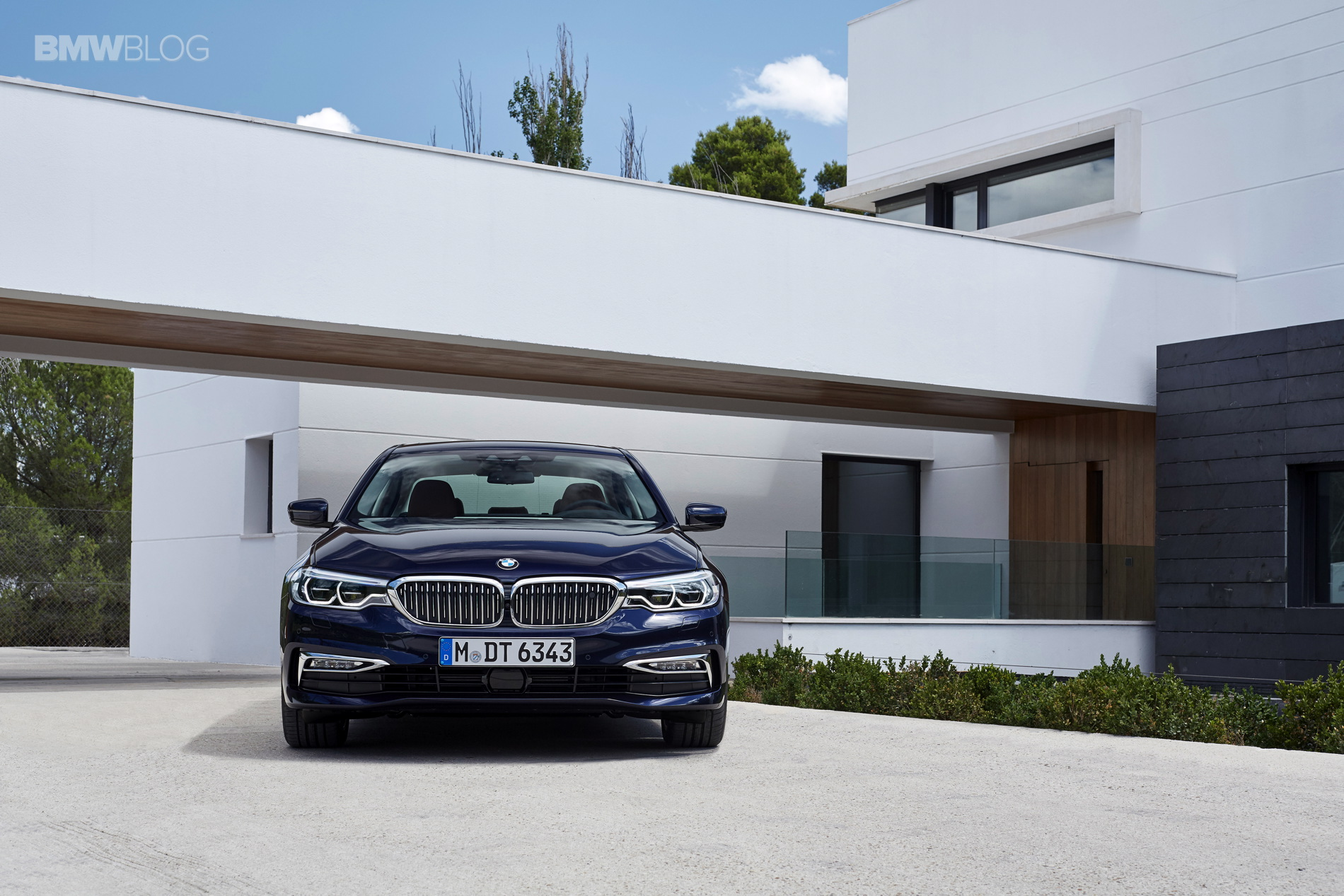 BMW G30 5 Series Luxury Line exterior 20