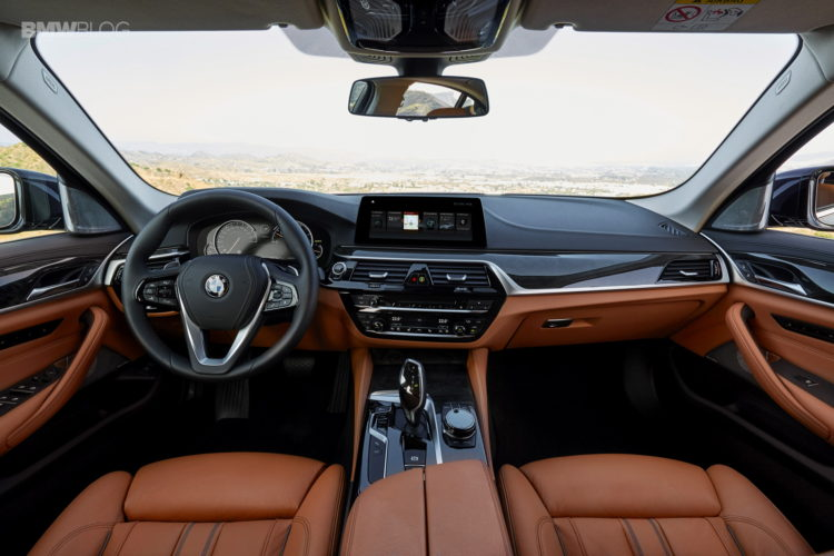 BMW-G30-5-Series-Luxury-Line-interior-6