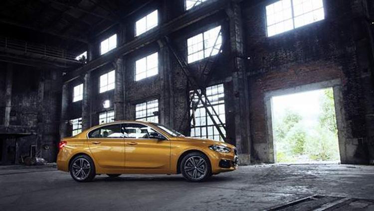 2017 BMW 1 Series Sedan 3 750x423