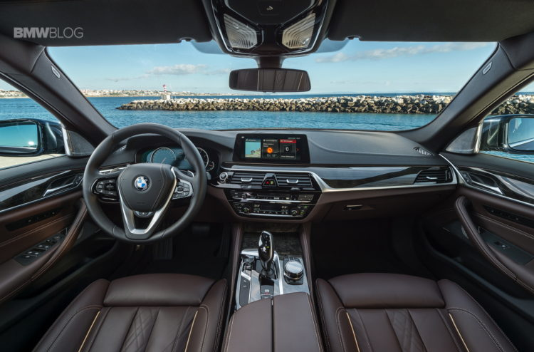 2017 BMW 530d xDrive 11 750x494