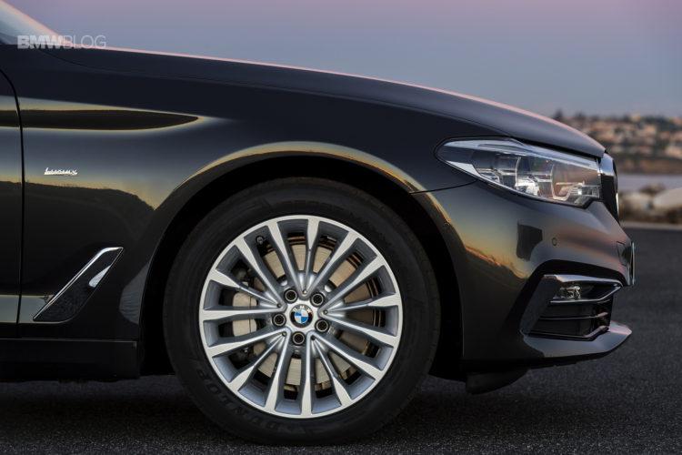 2017-BMW-530d-xDrive-42
