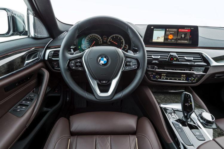 2017-BMW-530d-xDrive-46