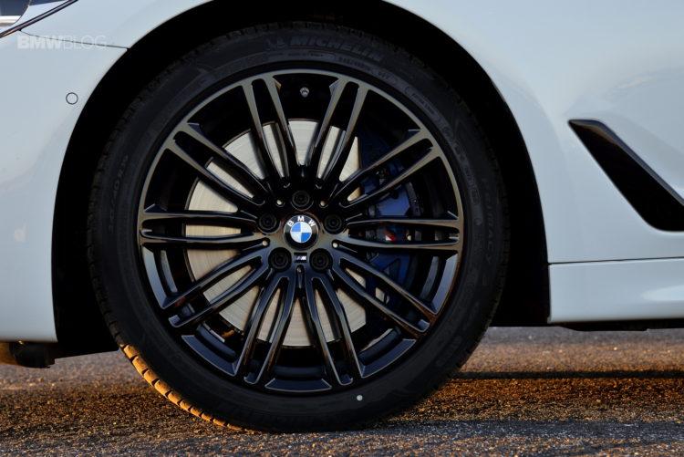 2017-BMW-540i-sDrive-49