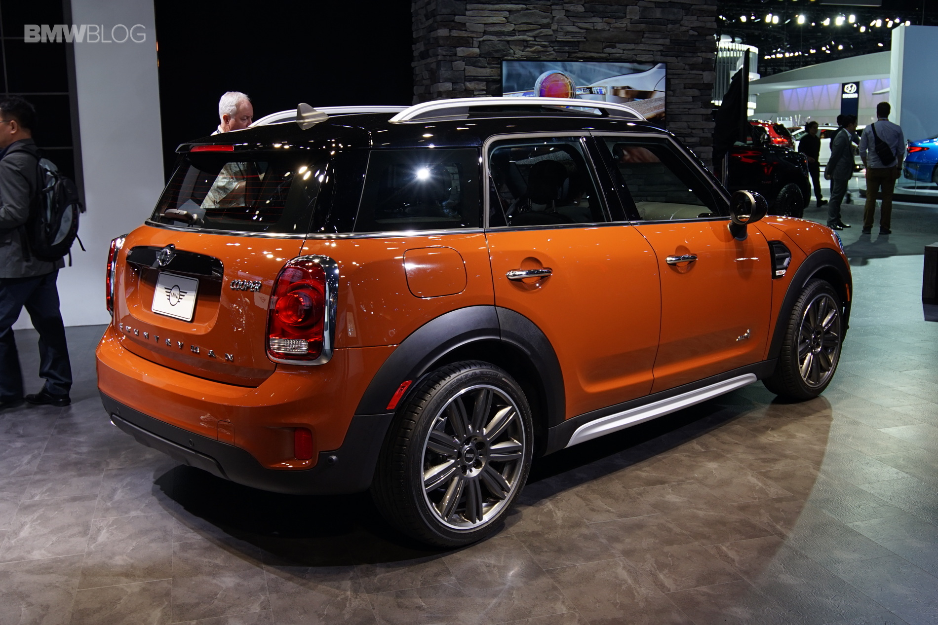 the new mini countryman shines in los angeles. Black Bedroom Furniture Sets. Home Design Ideas