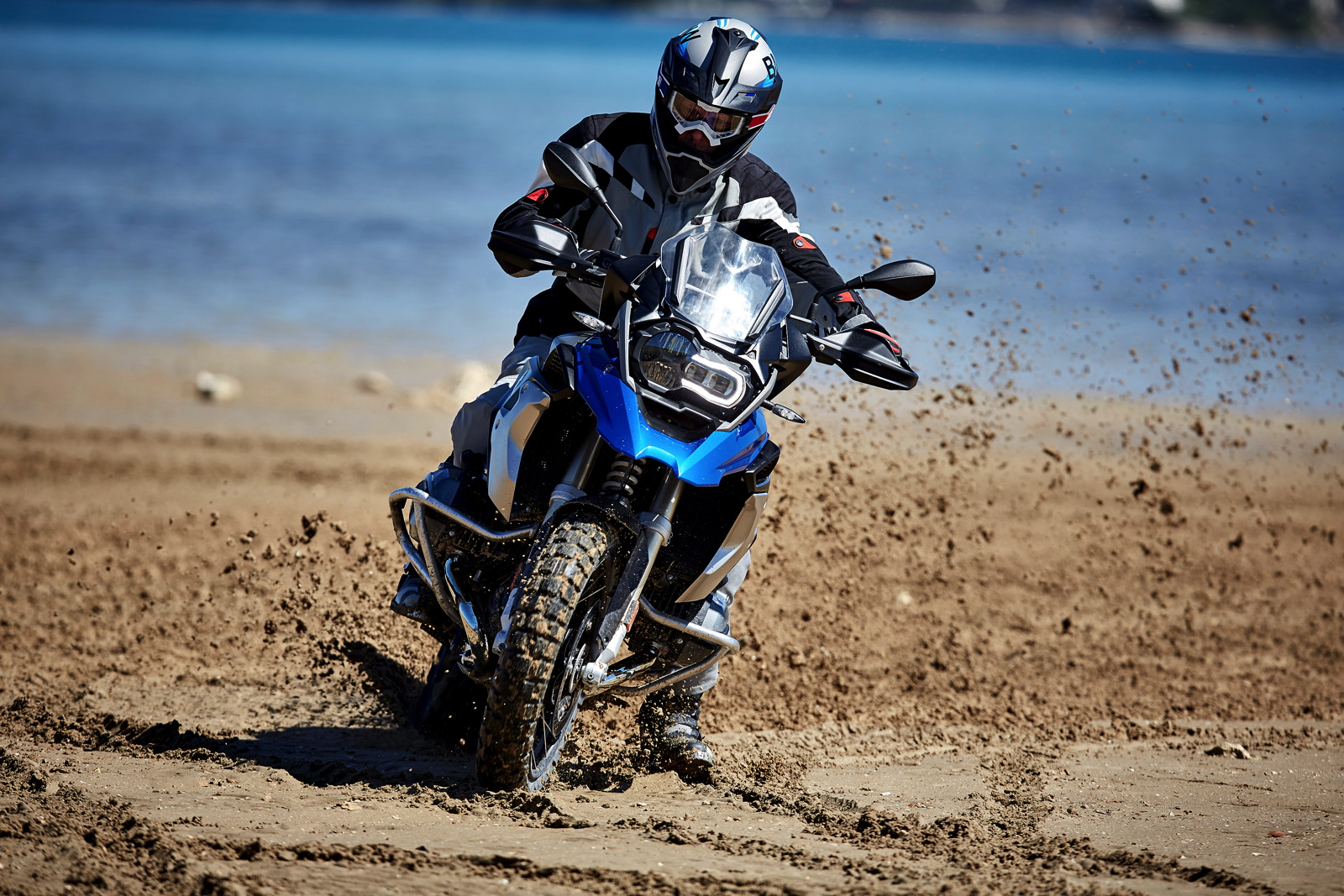 New BMW R 1200 GS ready to explore the most remote corners of the earth