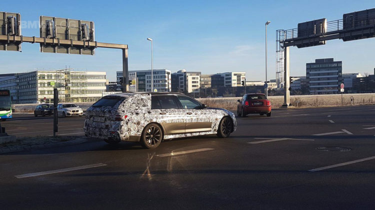 2017 BMW 5 Series Touring Spy Photos 02 750x421