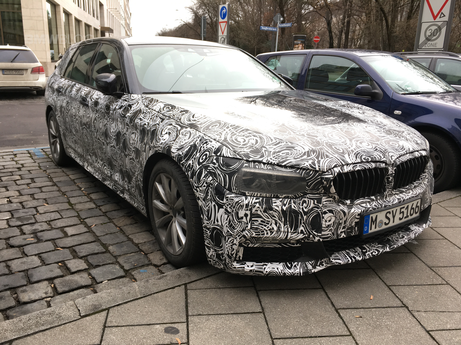 2017 BMW 5 Series Touring spied 04