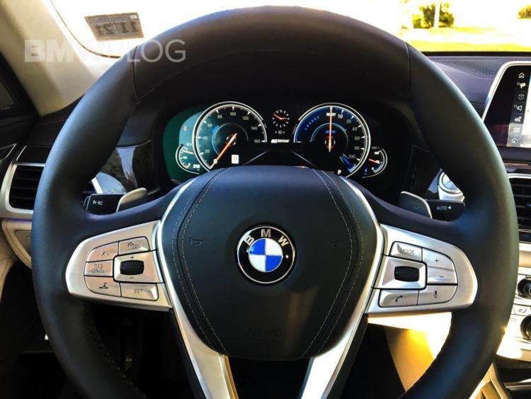 2017-BMW-740e-10
