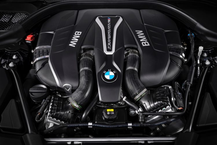 2018 BMW M550i xDrive M Performance16 750x500