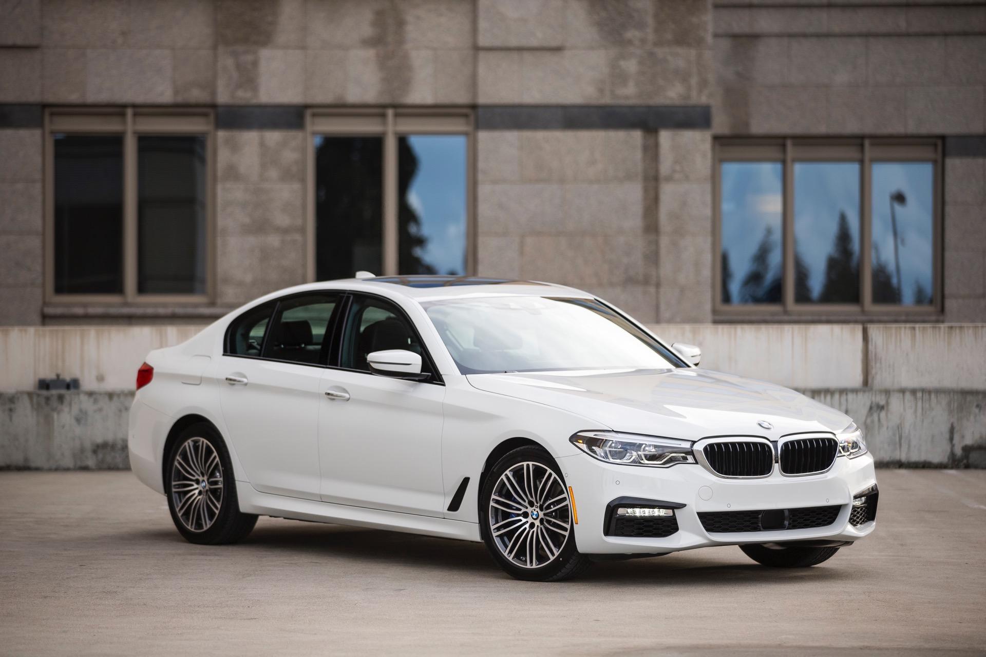 2017 BMW 5 Series G30142