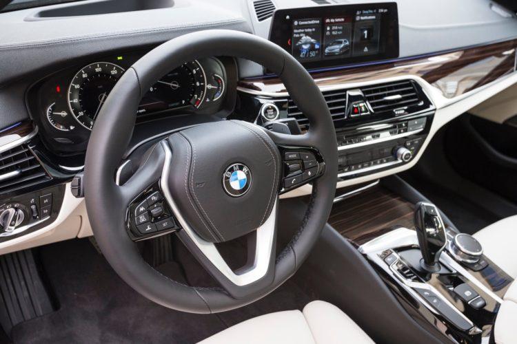 2017 BMW 5 Series G30169 750x500