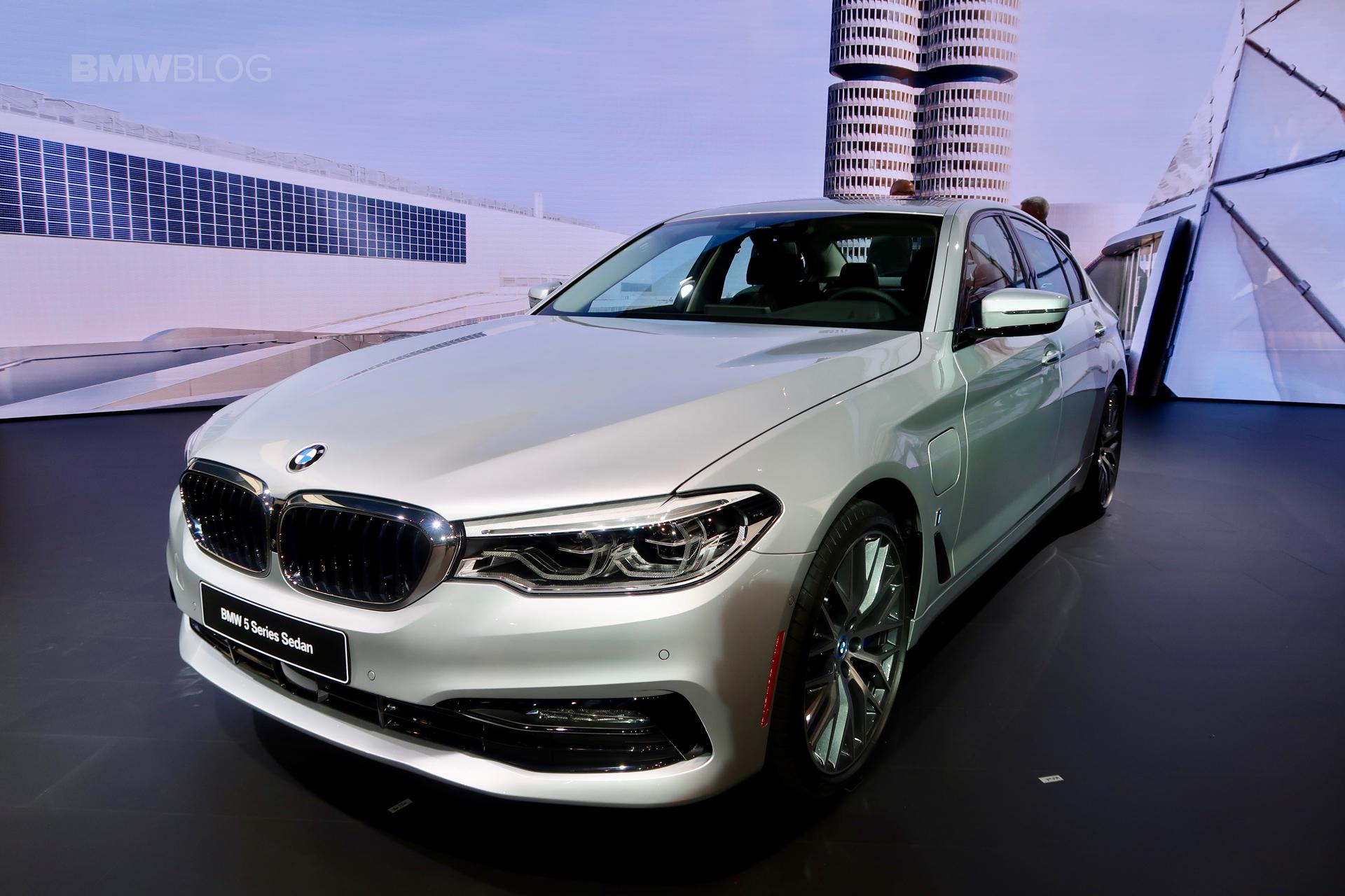 2017 BMW 530e Detroit Auto Show 05
