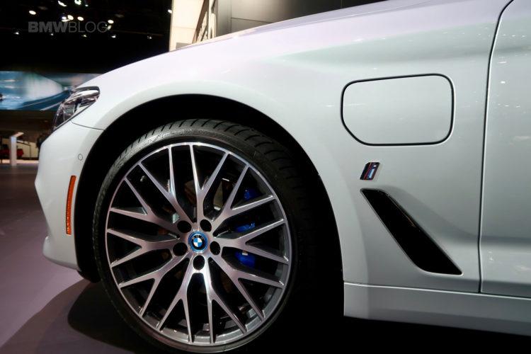 2017 BMW 530e Detroit Auto Show 08 750x500