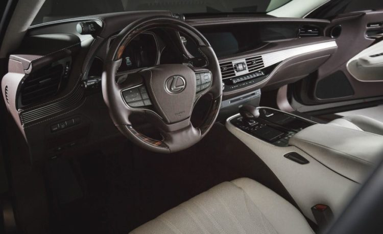 2018 Lexus LS 125 876x535 750x458