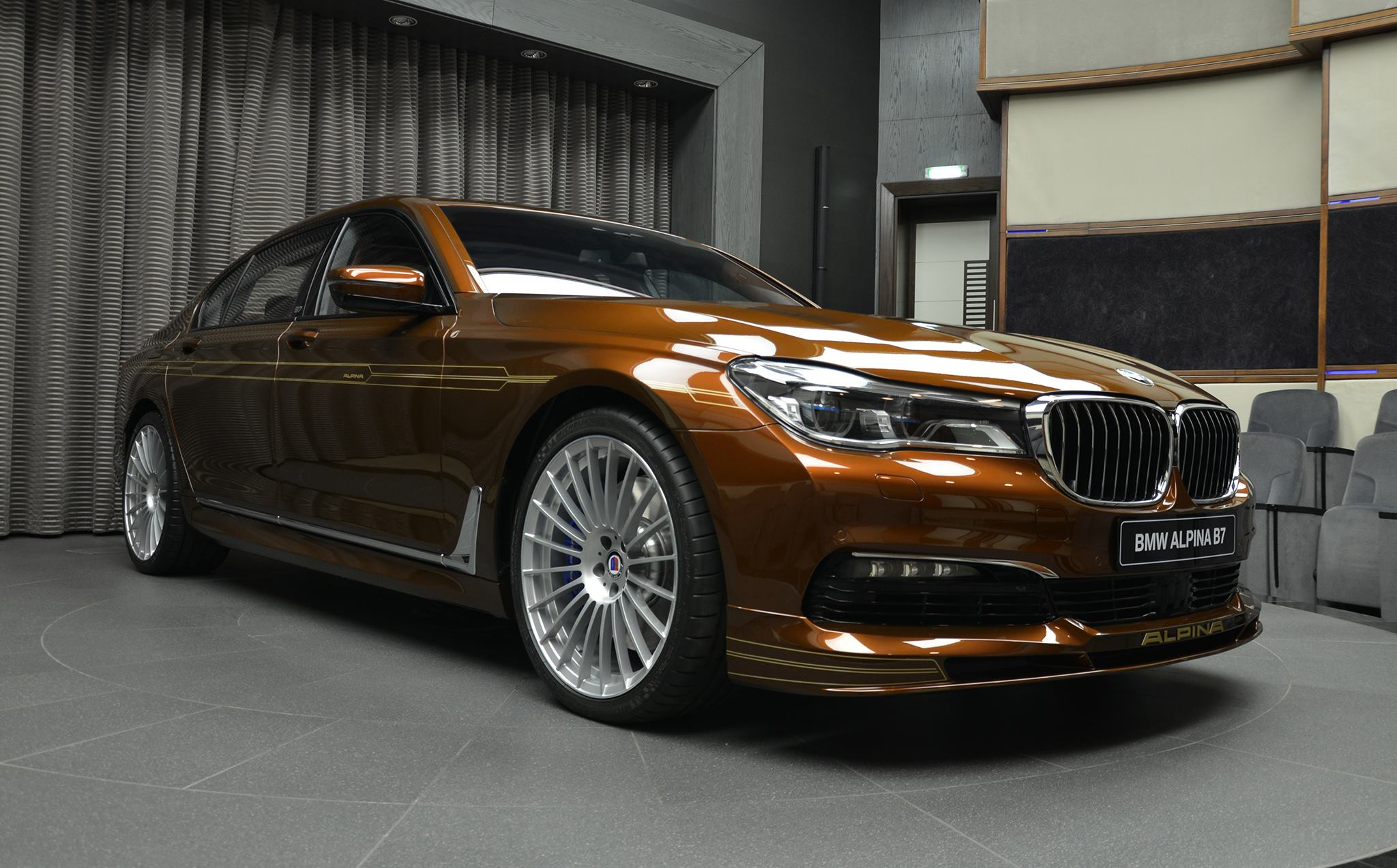 BMW ALPINA B7 BiTurbo Individual in Chestnut Bronze