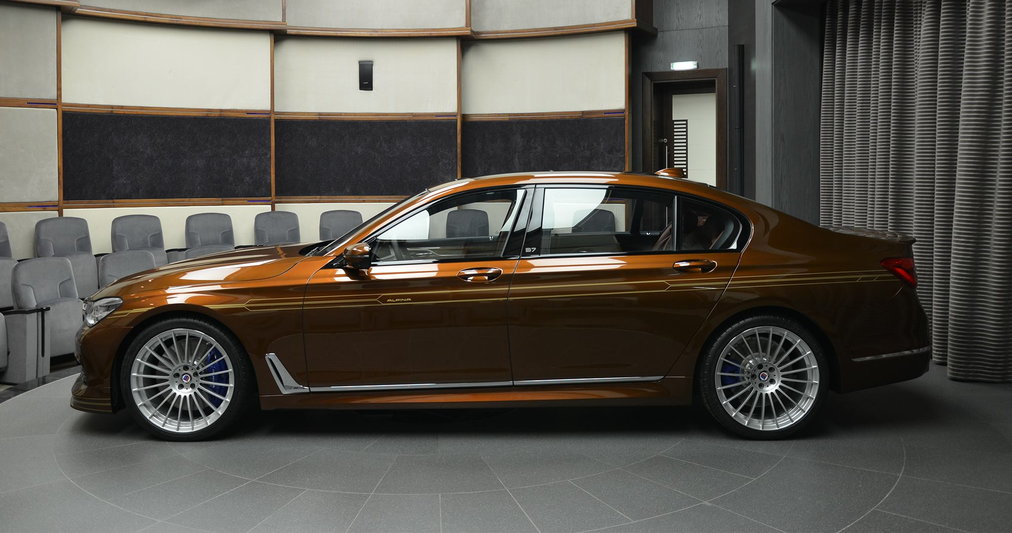BMW ALPINA B7 BiTurbo Individual in Chestnut Bronze