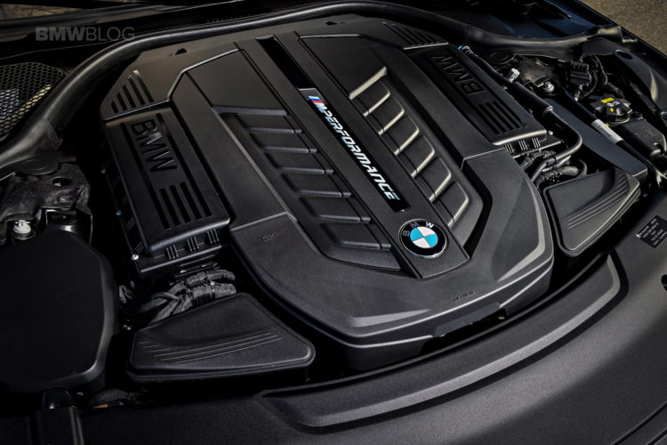BMW M760Li xDrive race track 56 750x500