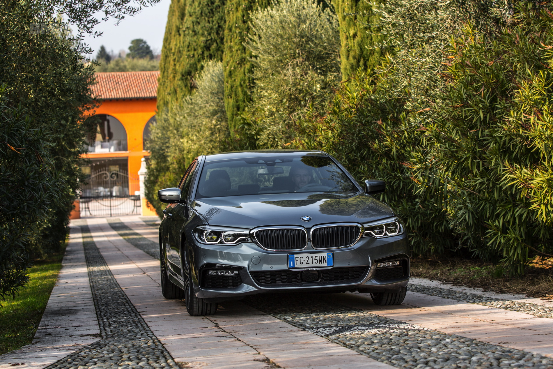 2017 BMW 5 Series Italy 41