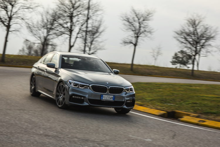 2017 BMW 5 Series Italy 75 750x500