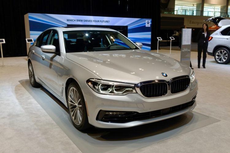 2017 BMW 530e Chicago Auto Show 05 750x500
