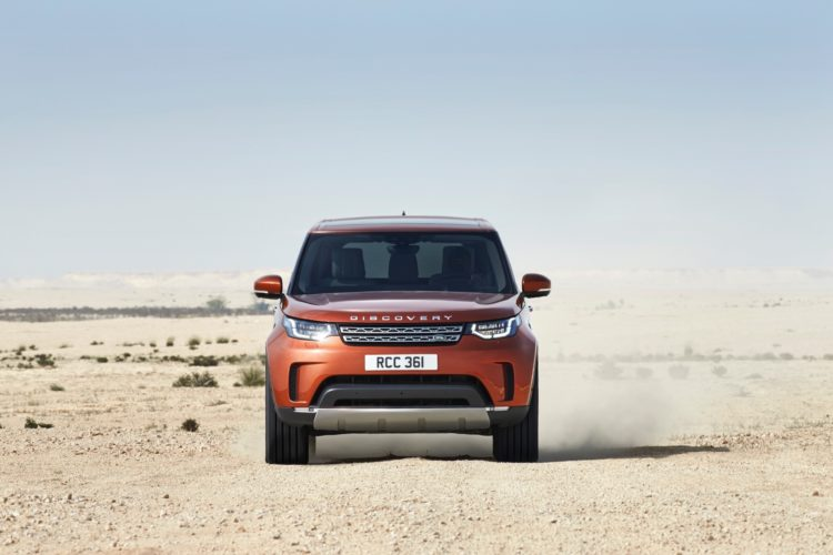 Video Carwow Drives The New Land Rover Discovery Bmw X5 Might Be