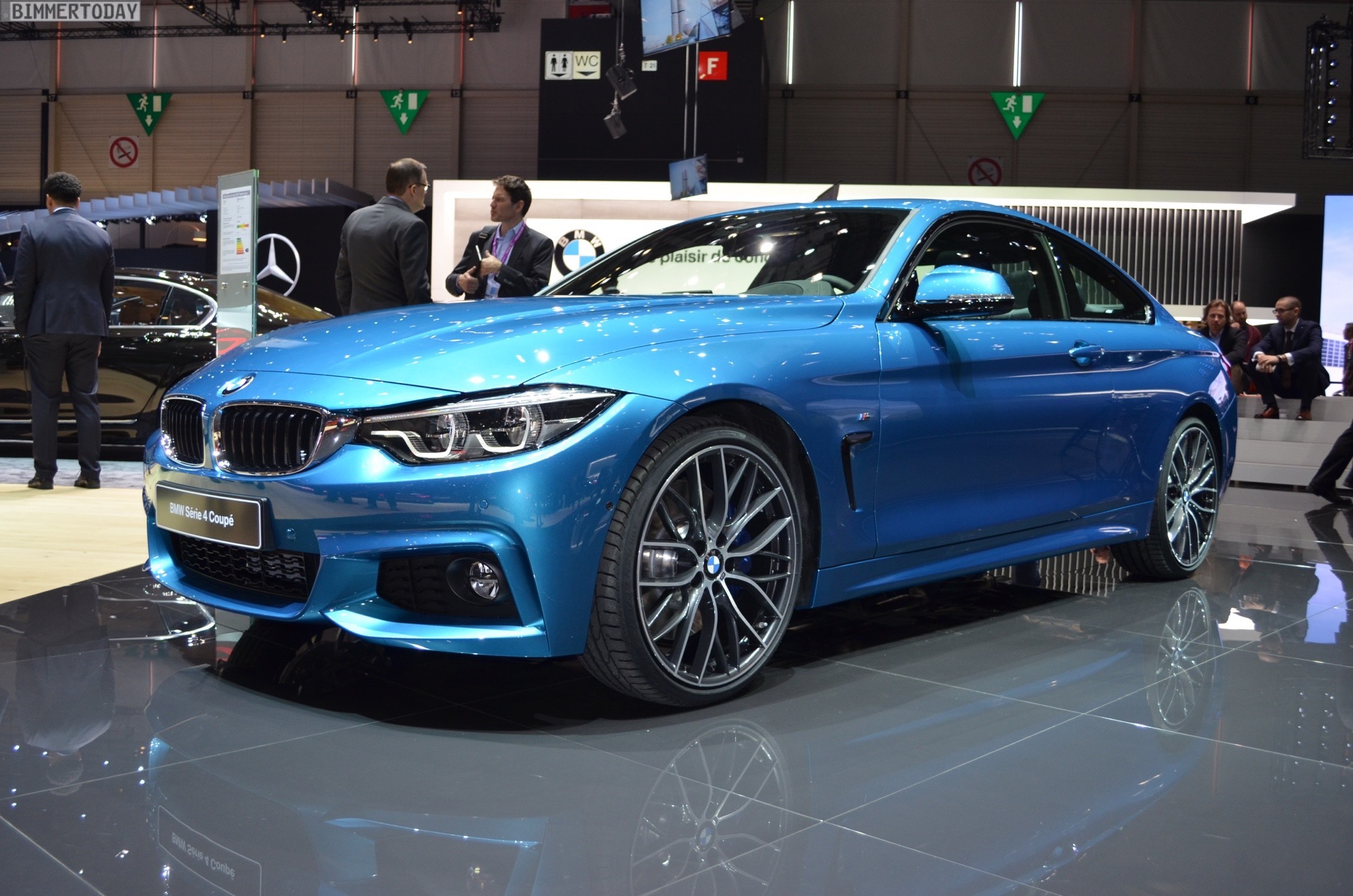2017 BMW 4er F32 LCI Facelift Coupe 440i Snapper Rocks Blue Genf Live 29 2