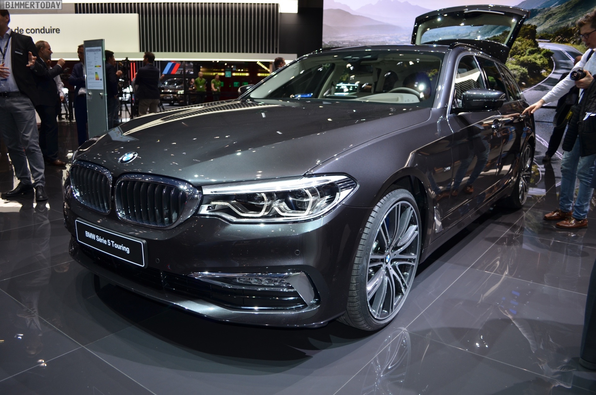 2017 geneva g31 bmw 540i touring with luxury line. Black Bedroom Furniture Sets. Home Design Ideas