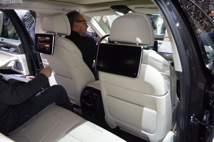 2017 BMW 5er Touring G31 540i Luxury Line Sophistograu Interieur Genf Live 05 750x497
