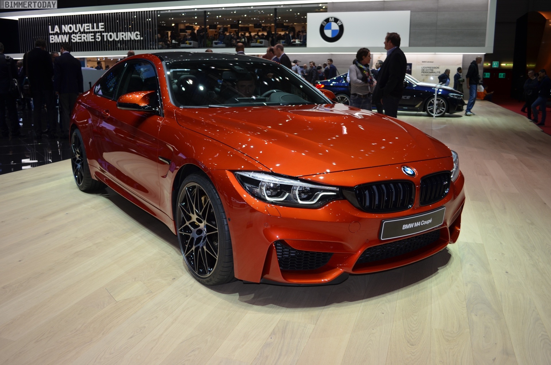 2017 BMW M4 F82 LCI Facelift Competition Coupe Sakhir Orange Genf Live 25