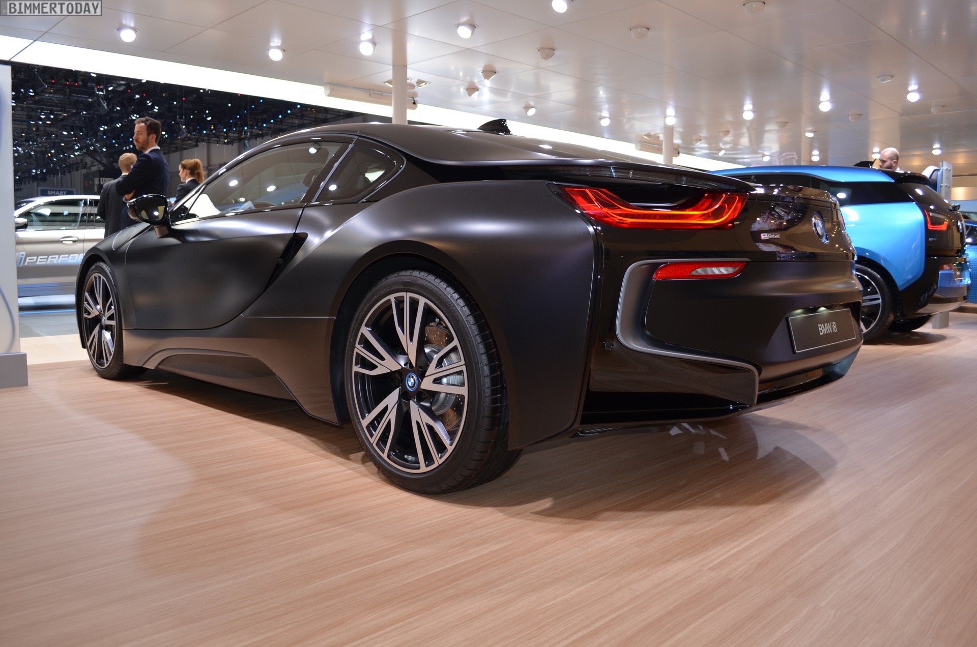 bmw i8 protonic frozen black made its debut in geneva. Black Bedroom Furniture Sets. Home Design Ideas