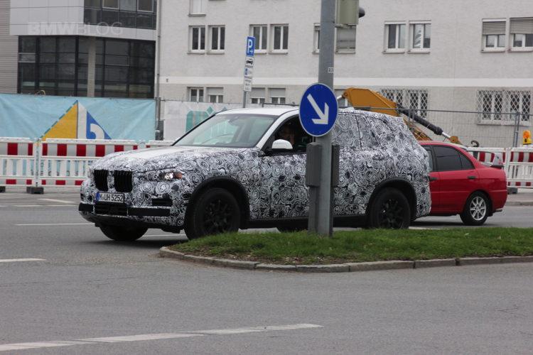 2018 BMW X7 spied 02 750x500