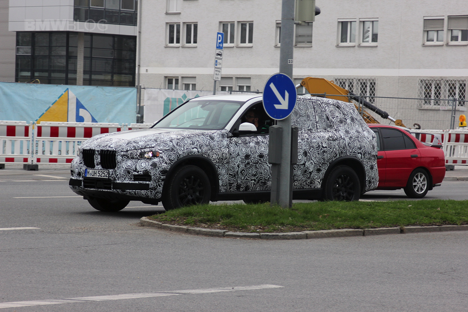 2018 BMW X7 spied 02