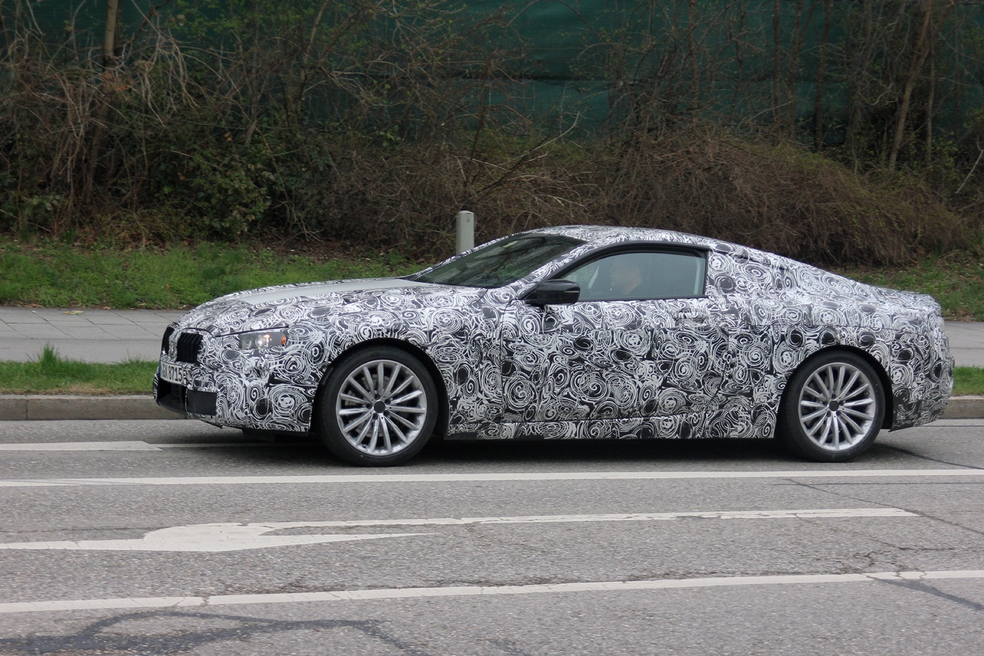 BMW 8 Series Spy Photos4
