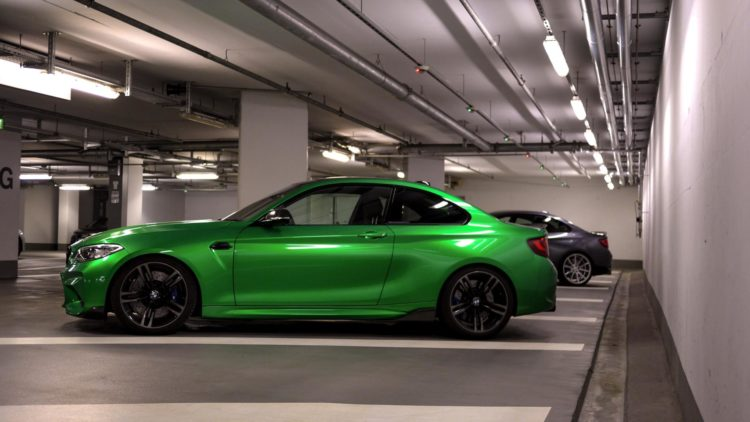 BMW M2 Java Gruen trifft Mineral Grau MT Video 04 750x422