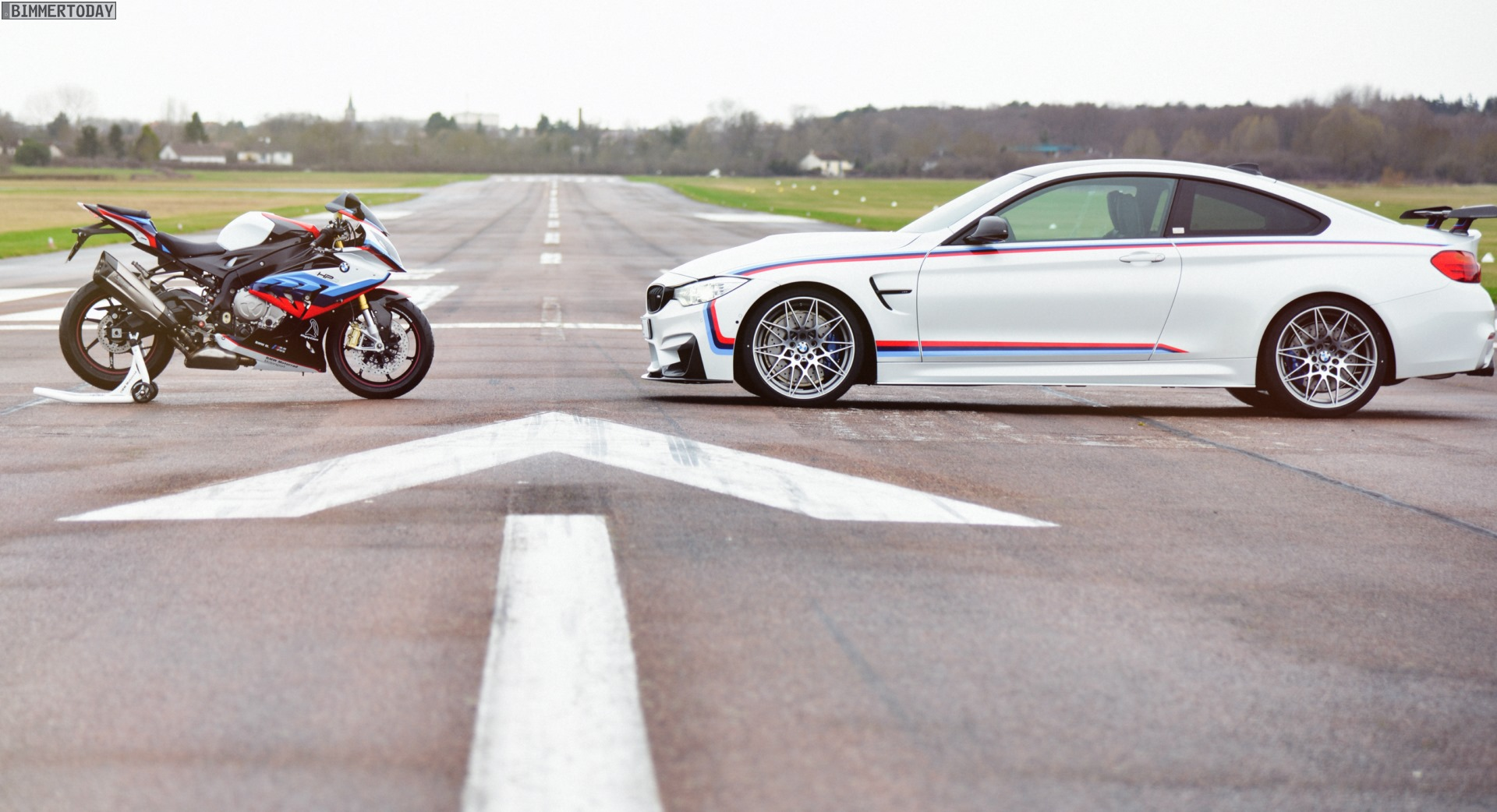 BMW M4 Magny Cours Edition 2017 Frankreich 07