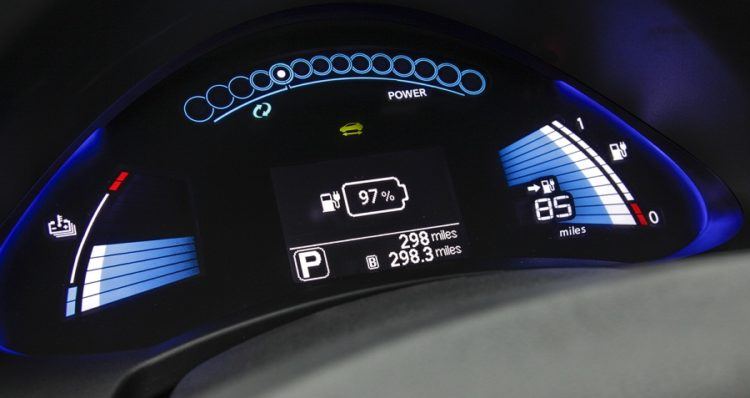 2013 Nissan LEAF Instrumentation 750x398