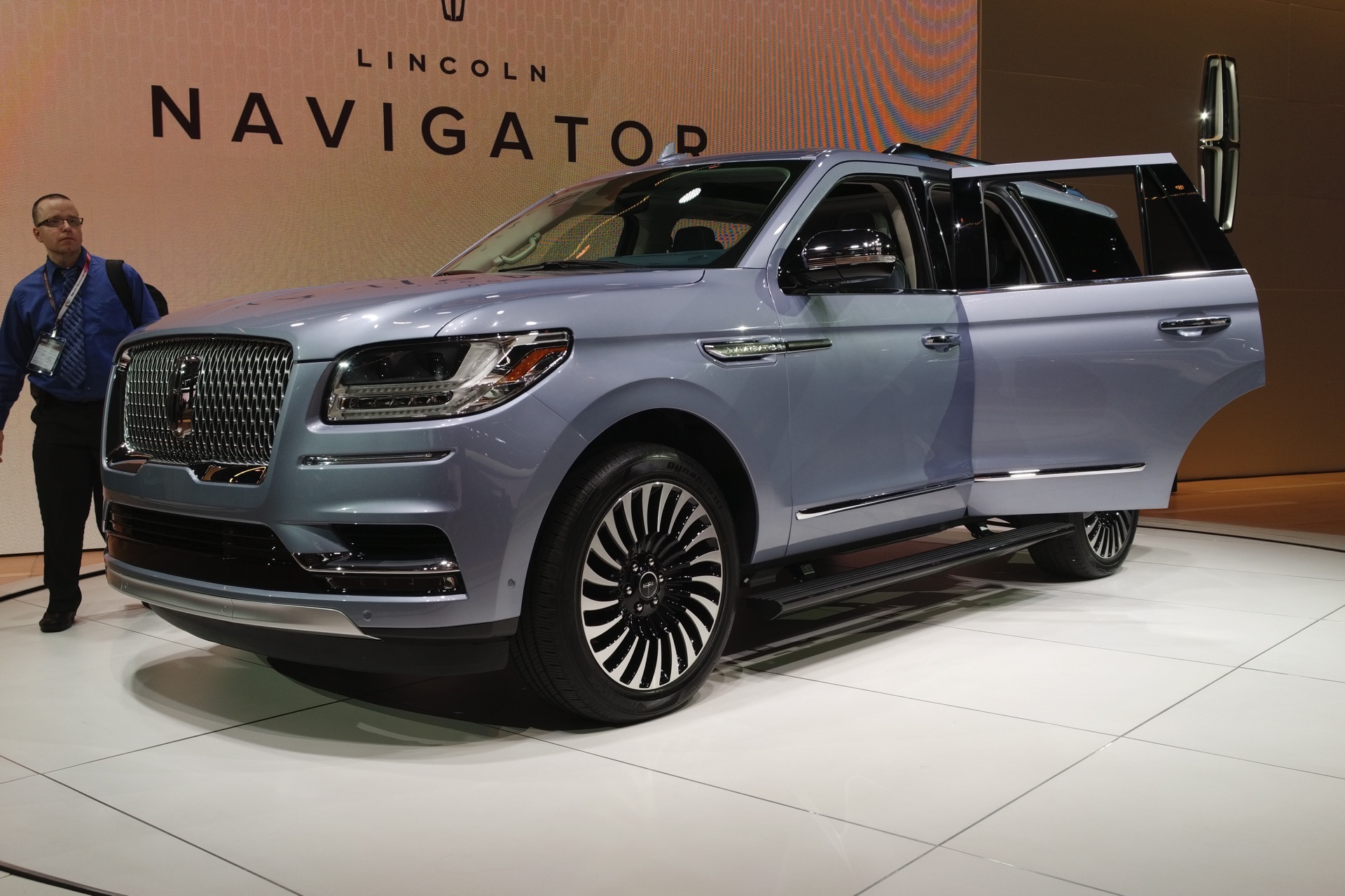 2017 nyias 2018 lincoln navigator debuts old school. Black Bedroom Furniture Sets. Home Design Ideas