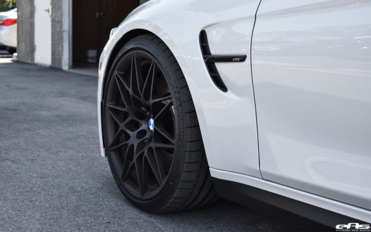 Mineral White BMW M3 ZCP Image 8 750x469