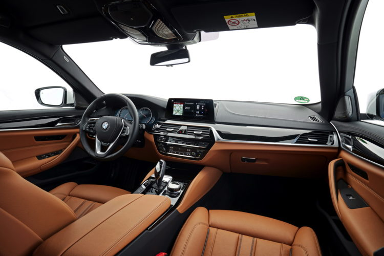 2017 BMW 520d Touring 34 750x500