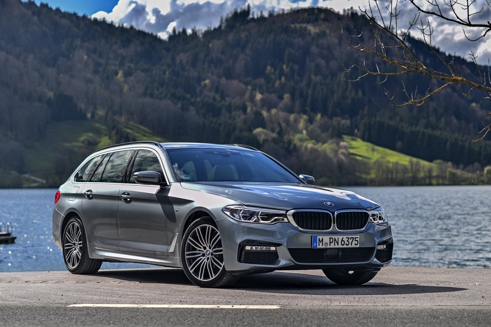 top gear reviews the bmw 5 series touring. Black Bedroom Furniture Sets. Home Design Ideas